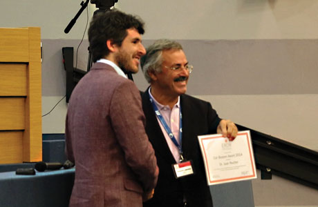 Juan Reutter receives the Cor Baayen Award