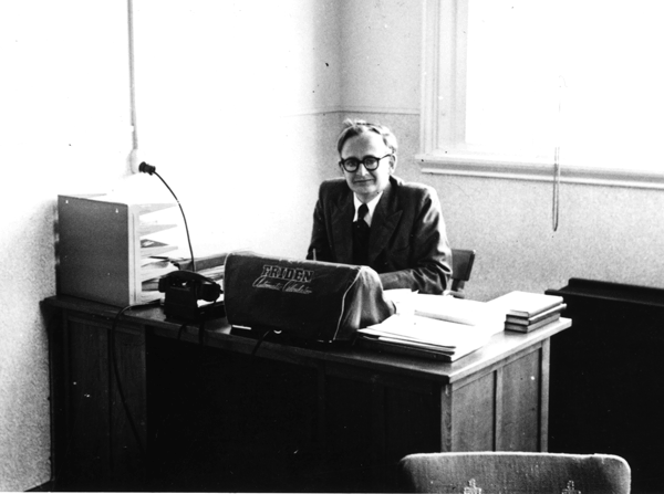 Aad van Wijngaarden at the Mathematisch Centrum in Amsterdam in 1951. 