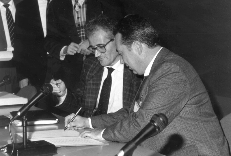 Péter Inzelt (right) and Alain Bensoussan (left) signing SZTAKI's ERCIM membership in 1994.