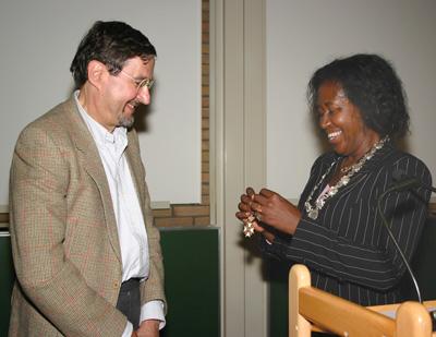 Paul Vitányi receiving the royal honour from Amsterdam alderman Hennah Buyne.