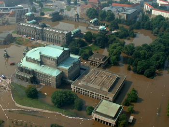 Figure 1: Flood in Dresden in 2002, Semper Opera (courtesy: Feuerwehr Dresden).