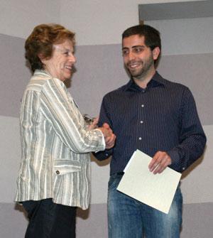 Gabriella Petri Denoth presenting the award to Stefano Baccianella.