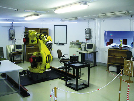 Figure 2: New set-up with the FANUC S-430iF robot